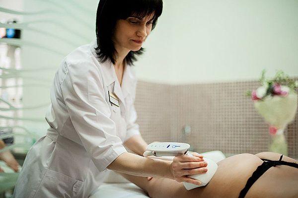 Японский массажит соблазнил клиентку 28 фотография