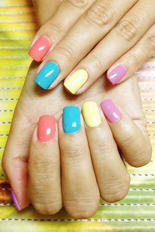 Маникюр гель-лаком разных цветов прибавит позитива!
