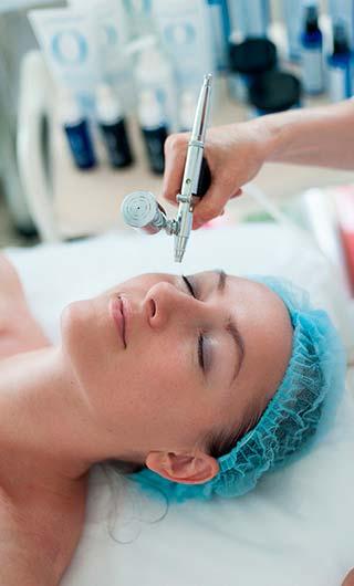 Процедура кислородной терапии для лица в салоне Акварель